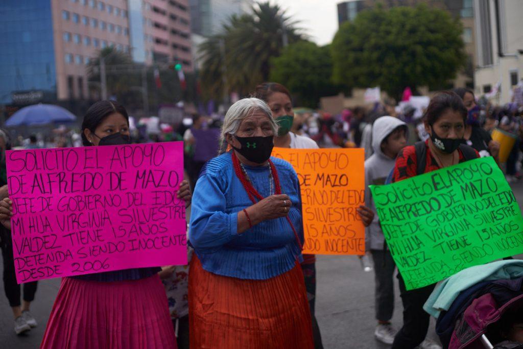 Mujeres indígenas en la marcha del 8M