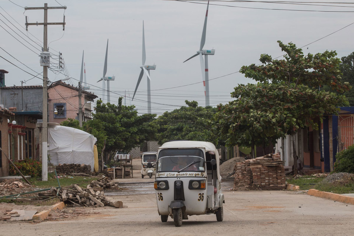 Parques eólicos en Unión Hidalgo cercan comunidad