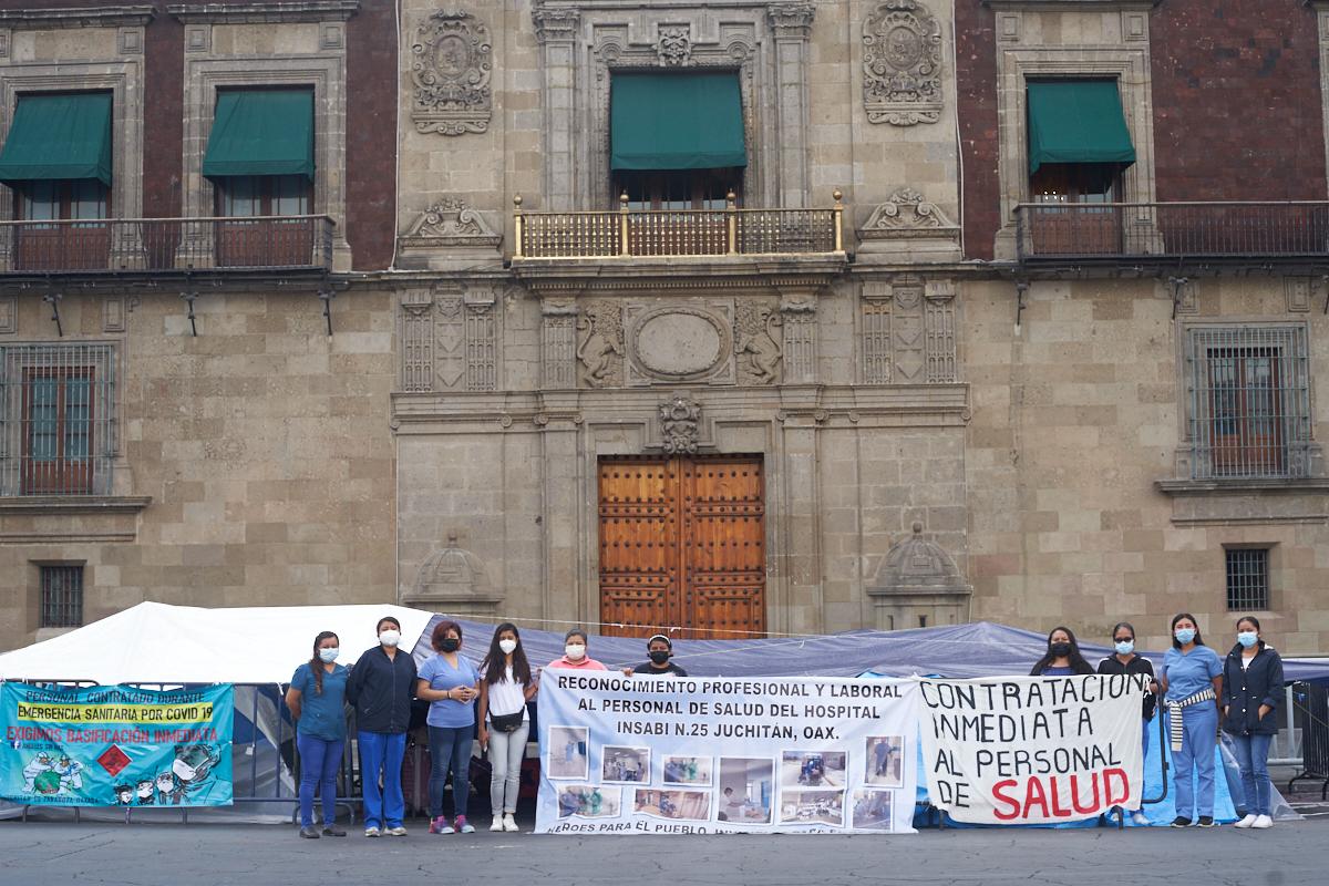 protestan profesionales de la salud despedidos, pandemia de COVID-19, cierre de hospitales, Insabi